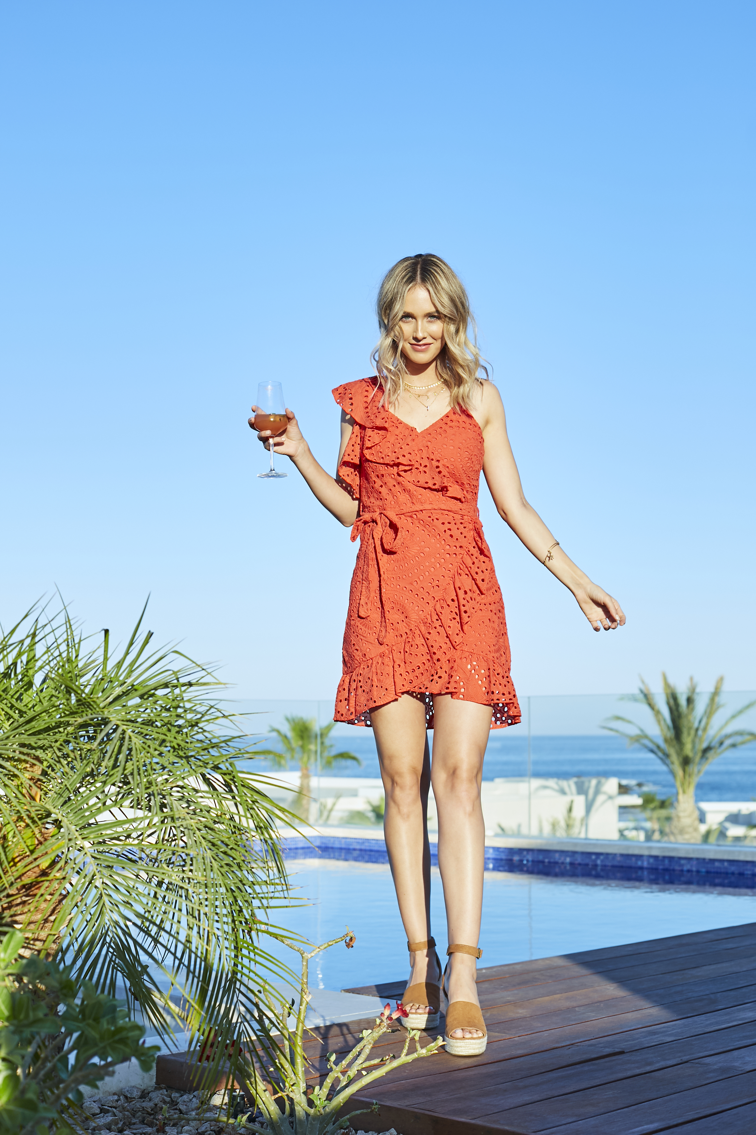 This is How Fashion Girls Wear Dress for Vacation via Sheridan Gregory