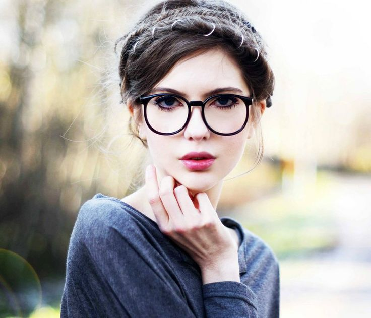 Make Up Tips for Women Who Wore Glasses