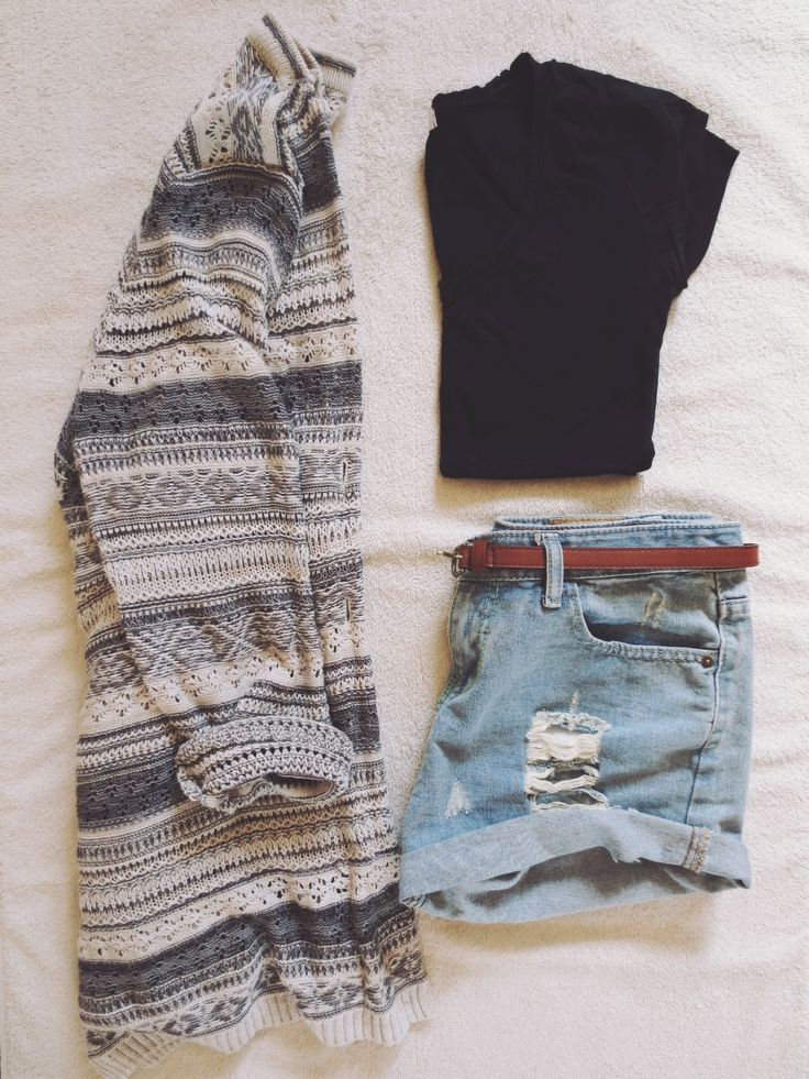 Cute Fasion Set With Short Ripped Jeans