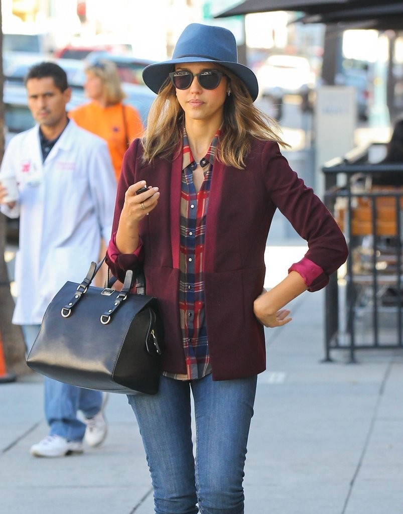 Jessica Alba Looked nice wear blazer and hat