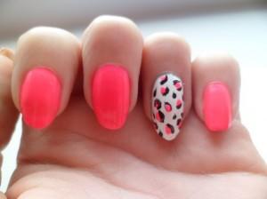 Neon Pink leopard Nails Art