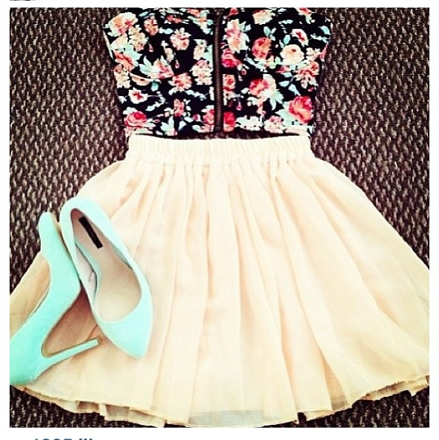 Cute Floral Top With Skirt And Pastel Pumps