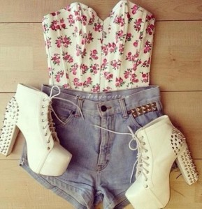 Floral Top And Short Jeans With Booties