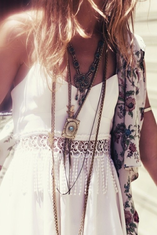 Layered necklaces goes well w lace and a floral kimono