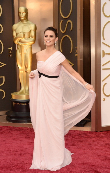 Penelope Cruz in Giambattista Valli Haute Couture