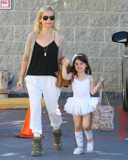 Sarah Michelle Gellar Takes Her Daughter To Ballet Class
