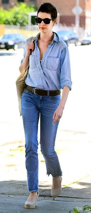 ANNE HATHAWAY Denim-on-denim and wedges