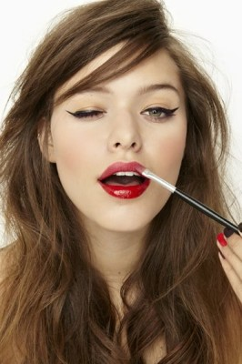 How to Choose The Right Lipstick Color For Your Skin