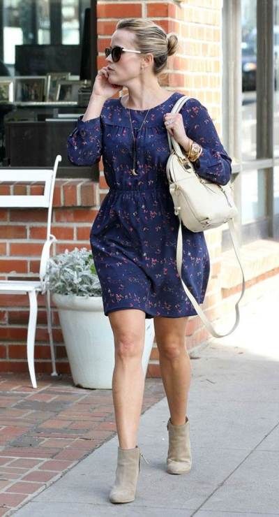 Reese Witherspoon with neutral accessories