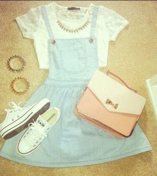 Try Go Back To 90's With Pinafore Outfit