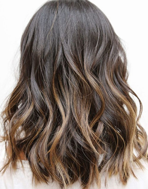 Ombré highlights make middle-length styles