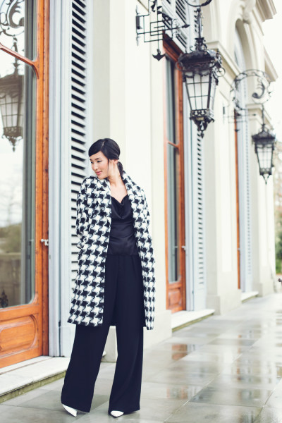 3.-checkered-coat-with-black-outfit
