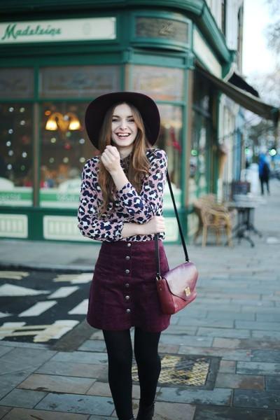 (Hat ASOS, Shirt Topshop, Skirt Urban Outfitters, Boots Zara, Bag Baia)