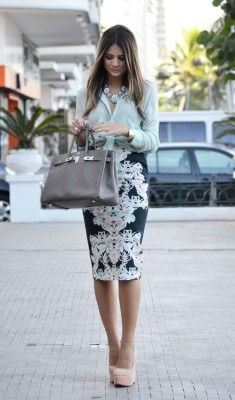 Mint shirt, statement necklace, grey Birkin and baroque print pencil skirt. Classic pointed toe nude pump would make outfit perfection.