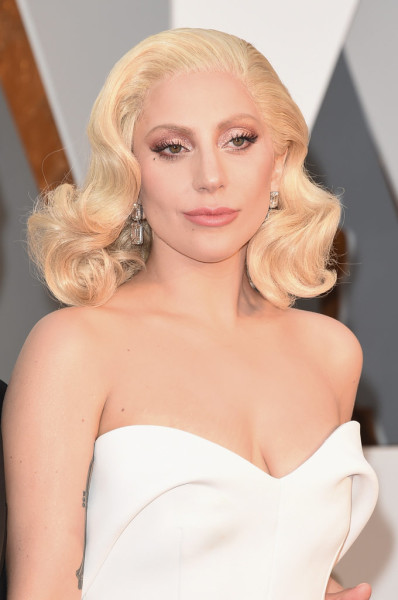 Lady Gaga's voluminous waves channeled those of a '50s retro screen siren.