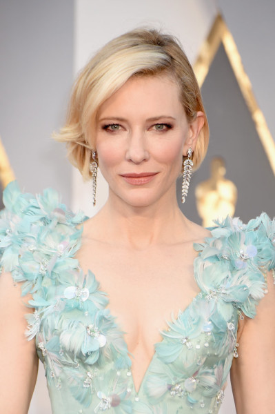 Smudgy maroon liner made Cate's green eyes pop.