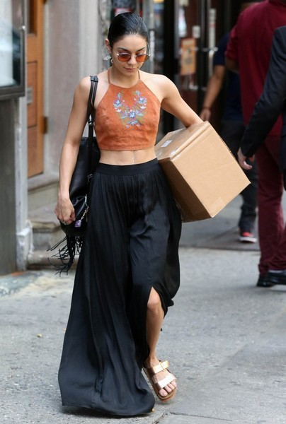 The star was spotted in New York City flaunting her incredibly toned abs in a cute halter crop-top and billowy black maxi skirt.