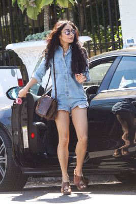 Vanessa showed off a leggy look in a denim romper while out shopping in LA that she paired with brown wedges.