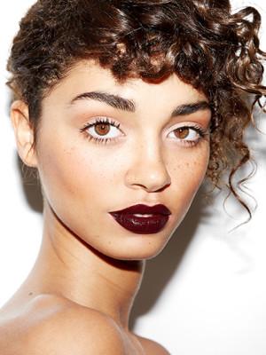 deep-burgundy-lips