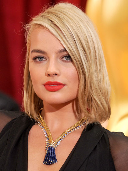 TOMATO-RED Margot Robbie
