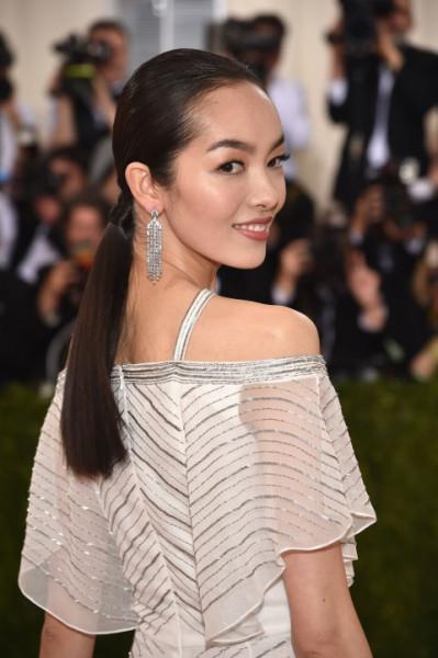 Super sleek hair and minimal makeup let Fei Fei's dress shine.