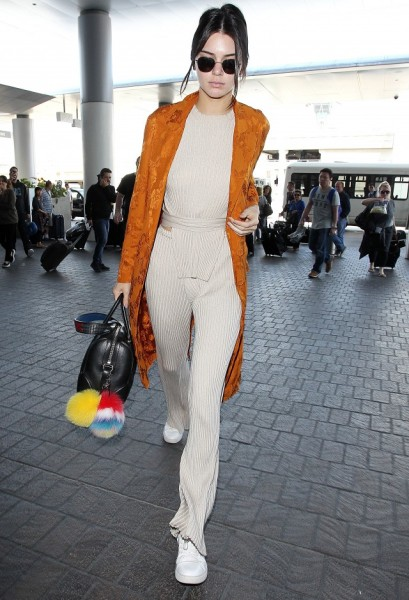 Jenner's chic, comfy airport look, and keep scrolling to shop a similar outfit.