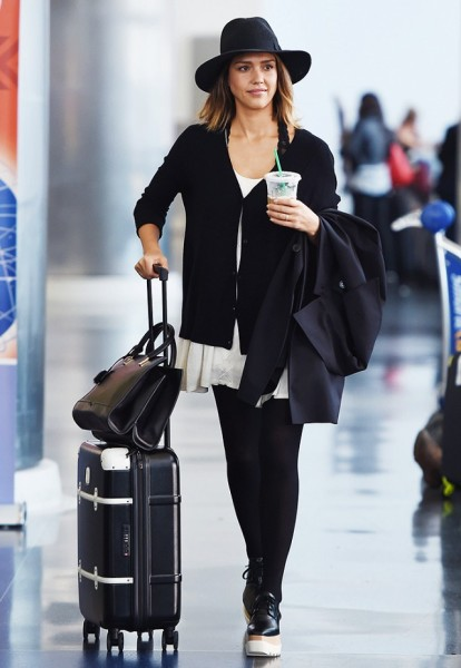 Jessica Alba | Stylish Airport Outfit By Celebrities You Definetely Accept