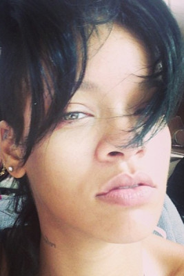 Rihanna doesn't mind showing off her face in all it's natural glory.