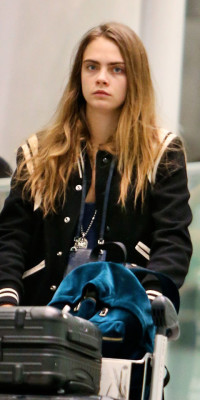 The Paper Towns star hits the airport without a stitch of makeup — and still looks perfect.