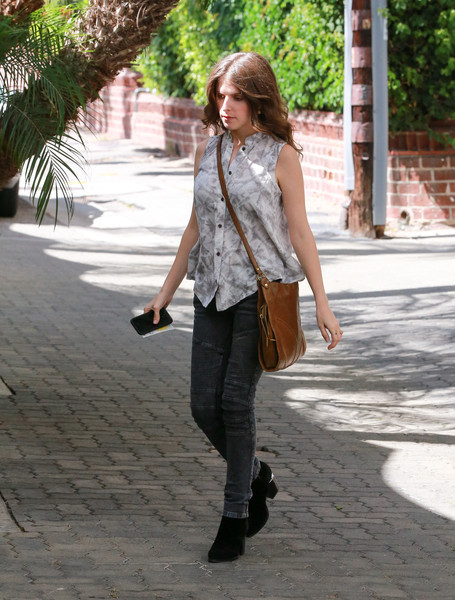 Anna Kendrick paired her blouse with gray skinny jeans.