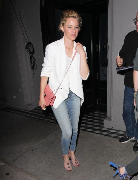 Elizabeth Banks grabbed dinner at Craig's dressed down in a pair of washed-out skinny jeans.