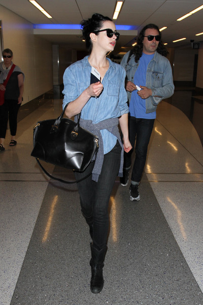 Krysten Ritter chose a pair of black skinny jeans to team with her shirt.