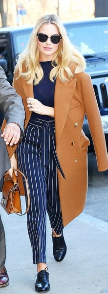 Margot Robbie's tan coat - Calvin Klein and brown handbag - Marc Jacobs