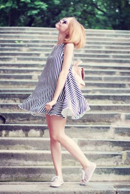 Picnic Outfit Style Ideas For This Summer!Strip-strip-striped ( Metallic Sunglasses & Striped Dresses )