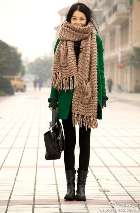 Chunky knit scarf with fringe and pockets