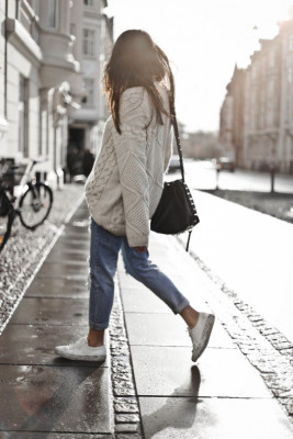Erica Hoida wears a chunky knit pullover with distressed jeans and leopard print heels