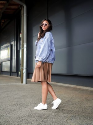 How to Style Outfit With Pleated Skirt in Chic Ways