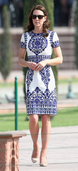Kate Middleton looked effortlessly chic in a Naeem Khan print dress during her tour of the Taj Mahal. Kate Middleton Fashion Looks in Dresses You Can Follow