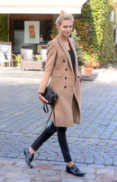 Anja Rubik Does Perfect Model-Off-Duty Style with a Little Gucci Bag | How to Wear Camel Coat In Every Occasions