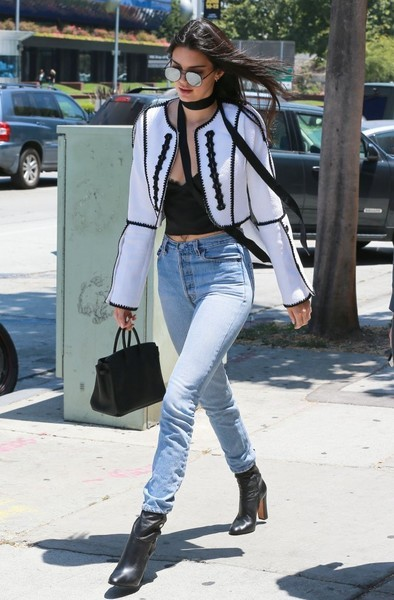 Kendall Jenner chose a pair of RE DONE high-waisted jeans to team with her chic jacket.