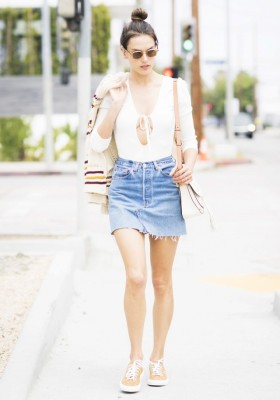 Alessandra Ambrosio Has the Perfect Summer Outfit Combo for Sneakers