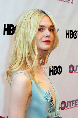 Elle Fanning wore boho-glam center-parted waves to the opening night gala of 'Tig.'