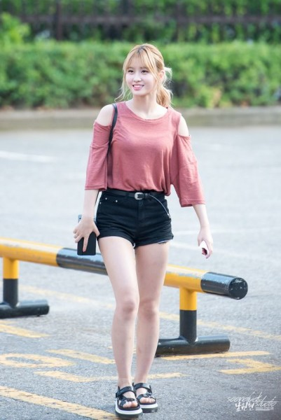 Girls Outfit Ideas from K-Pop Airport Fashion Style