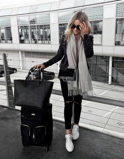 Black and gray travel outfit.