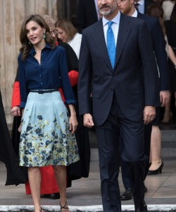 Queen Letizia of Spain dolled up her simple top with a floral skirt by Carolina Herrera.