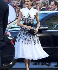 Queen Letizia of Spain looked simply stunning in an Oriental-inspired embroidered dress at the Princesa de Asturias Awards.