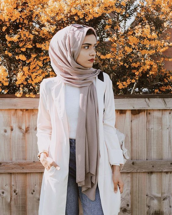 The Hijab Fashion Trend For Spring 2018 Everyone Is Already Googling Celebrity Fashion Outfit