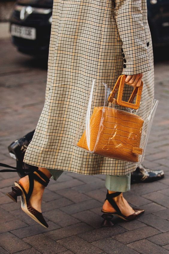 Clear Handbag Trend To Carry This Spring