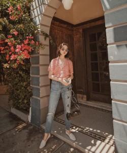 Vivid fashion blogger