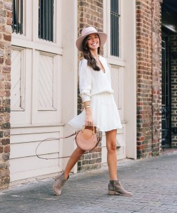 Top your little white dress with a too cute hat for an autumn-approved touch a la @lcbstyle